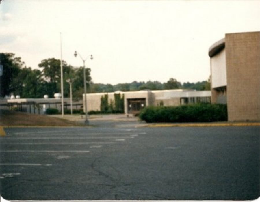 Darien High School campus before reconstruction in 2003.